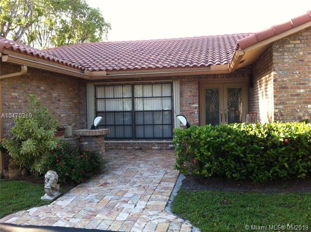 9861 NW 15th St, Plantation, FL 33322 (MLS #A10470369) :: Green Realty Properties
