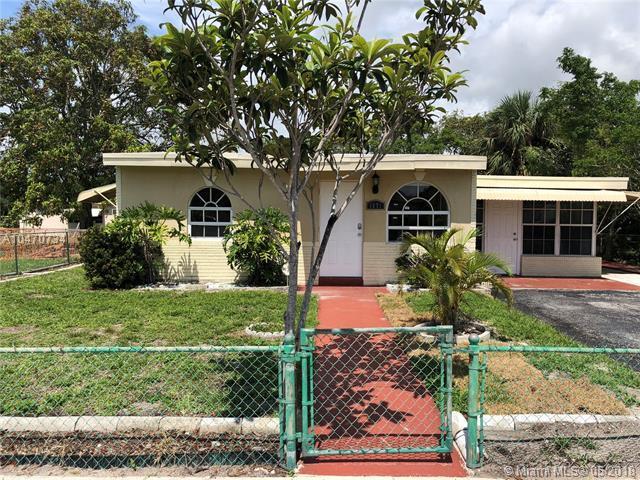 1571 NW 3rd Way, Pompano Beach, FL 33060 (MLS #A10470734) :: Green Realty Properties