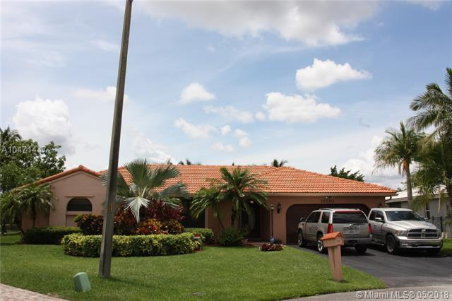 15510 S Roundtable Rd, Davie, FL 33331 (MLS #A10471447) :: Green Realty Properties