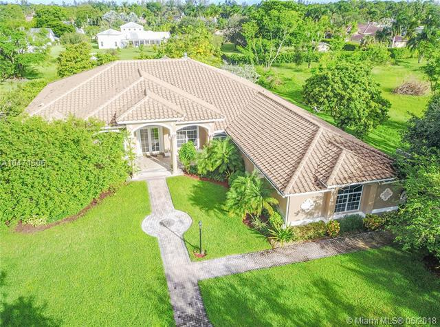 6238 NW 74th Ter, Parkland, FL 33067 (MLS #A10471506) :: Melissa Miller Group