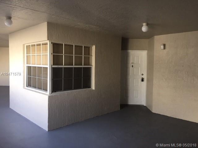 2880 N Oakland Forest Dr #311, Oakland Park, FL 33309 (MLS #A10471579) :: Castelli Real Estate Services