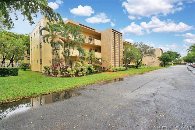 300 Berkley Rd #208, Hollywood, FL 33024 (MLS #A10471637) :: The Chenore Real Estate Group