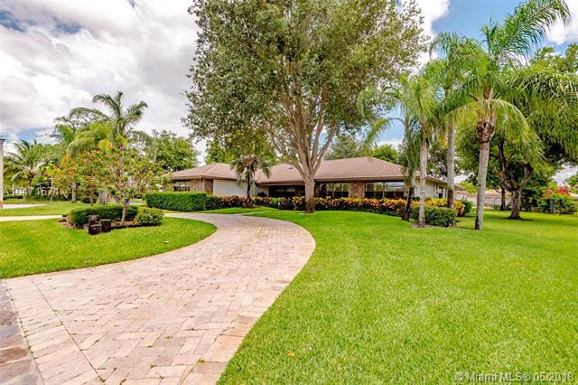 395 NW 101st Ter, Coral Springs, FL 33071 (MLS #A10471671) :: Calibre International Realty