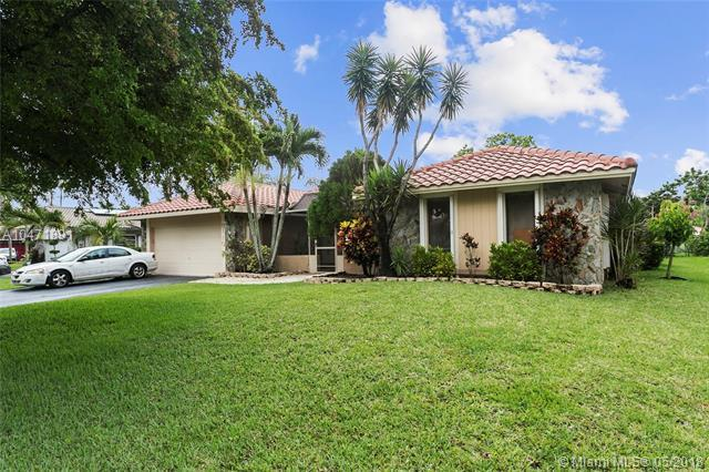 9110 NW 21st St, Coral Springs, FL 33071 (MLS #A10471891) :: Green Realty Properties