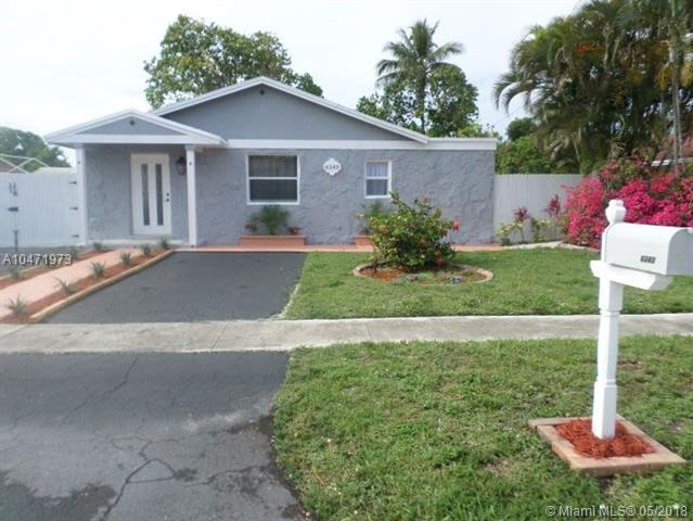 6343 SW 1st St, Margate, FL 33068 (MLS #A10471973) :: Green Realty Properties