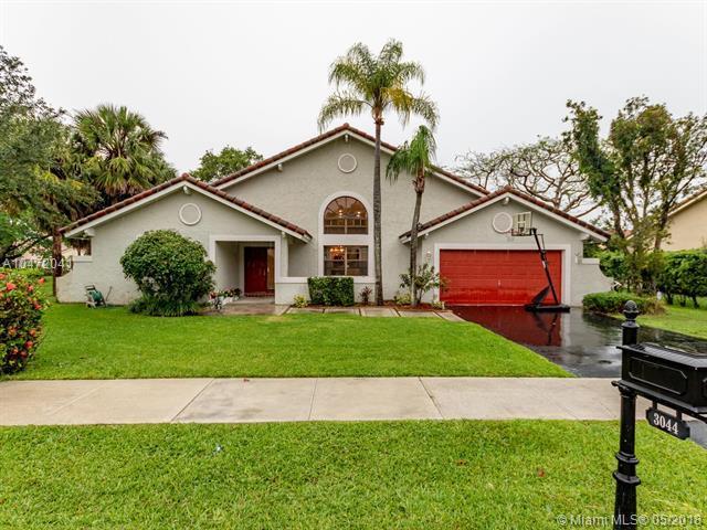 3044 Perriwinkle Cir, Davie, FL 33328 (MLS #A10472041) :: Green Realty Properties