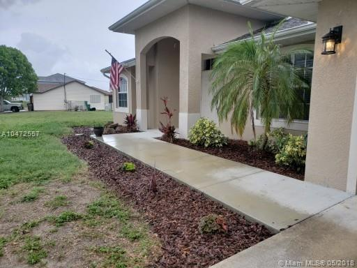1403 NE 12th Place, Other City - In The State Of Florida, FL 33909 (MLS #A10472557) :: Stanley Rosen Group