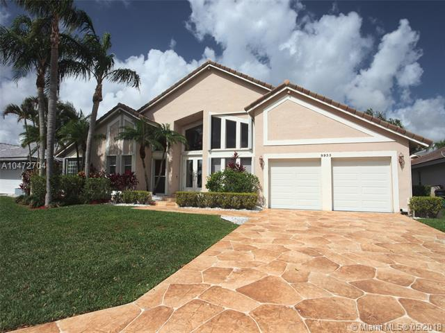 9935 NW 49th Pl, Coral Springs, FL 33076 (MLS #A10472704) :: Castelli Real Estate Services