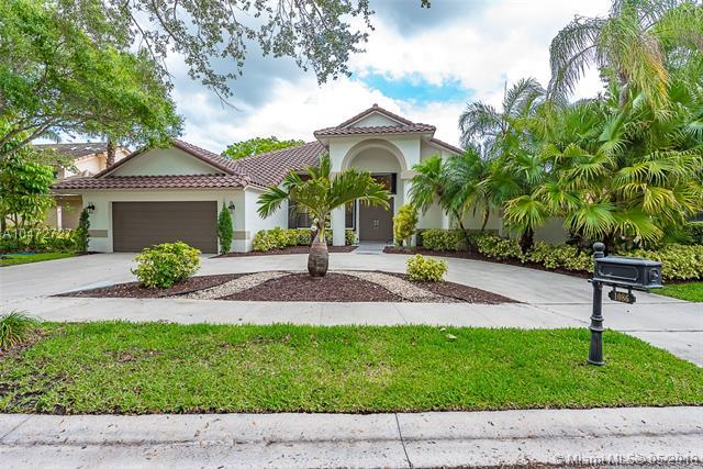 1086 Creekford Dr, Weston, FL 33326 (MLS #A10472727) :: The Chenore Real Estate Group