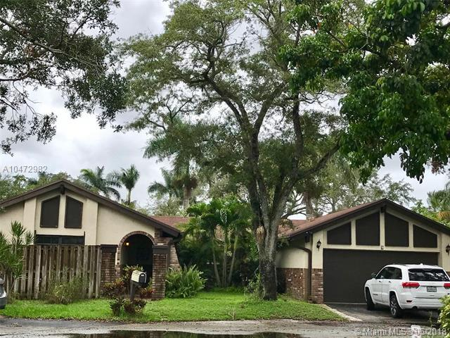 9 Fir Way, Cooper City, FL 33026 (MLS #A10472982) :: Jamie Seneca & Associates Real Estate Team