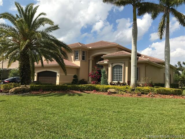 10781 Pine Lodge Trl, Davie, FL 33328 (MLS #A10473770) :: United Realty Group
