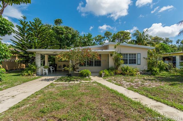 1535 NE 159th St, North Miami Beach, FL 33162 (MLS #A10473777) :: United Realty Group
