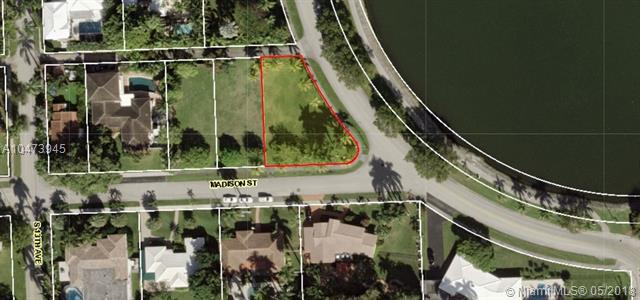1215 Madison St, Hollywood, FL 33019 (MLS #A10473945) :: United Realty Group