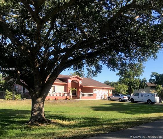11210 SW 51st St, Davie, FL 33330 (MLS #A10474088) :: Stanley Rosen Group