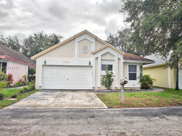 1024 W Jasmine Ln, North Lauderdale, FL 33068 (MLS #A10474117) :: Green Realty Properties