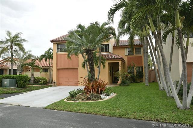 9972 SW 147th Pl, Miami, FL 33196 (MLS #A10474409) :: Laurie Finkelstein Reader Team