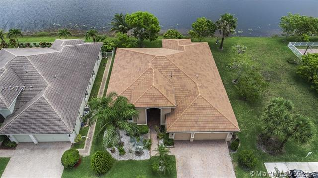 19204 SW 60th Ct, Pembroke Pines, FL 33332 (MLS #A10474716) :: RE/MAX Presidential Real Estate Group