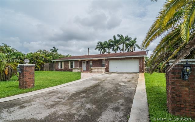 6451 SW 56th St, Davie, FL 33314 (MLS #A10474724) :: The Chenore Real Estate Group