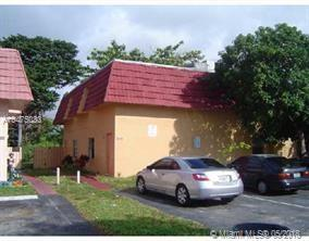 1651 SW 40th Ter, Fort Lauderdale, FL 33317 (MLS #A10475033) :: The Chenore Real Estate Group