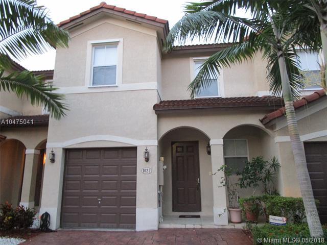 1022 NE 208th St, Miami, FL 33179 (MLS #A10475041) :: The Chenore Real Estate Group
