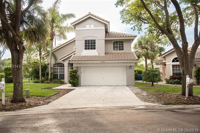 8434 NW 57th Dr, Coral Springs, FL 33067 (MLS #A10475143) :: The Teri Arbogast Team at Keller Williams Partners SW