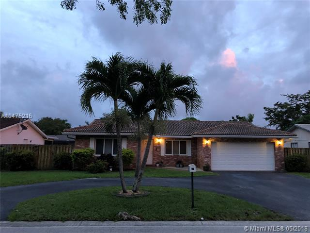 11546 NW 41st St, Coral Springs, FL 33065 (MLS #A10475216) :: The Teri Arbogast Team at Keller Williams Partners SW