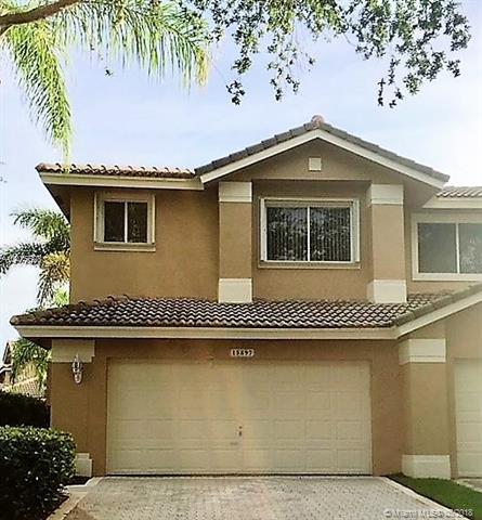 15897 SW 11th St #15897, Pembroke Pines, FL 33027 (MLS #A10475528) :: Melissa Miller Group