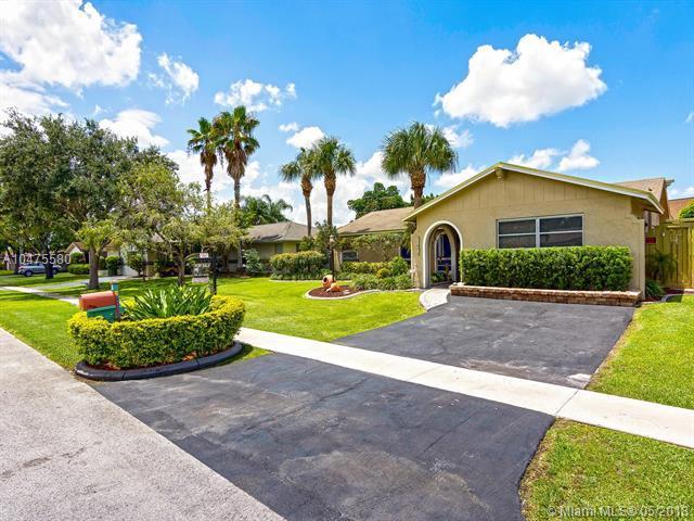 11801 NW 15th Ct, Pembroke Pines, FL 33026 (MLS #A10475580) :: Stanley Rosen Group