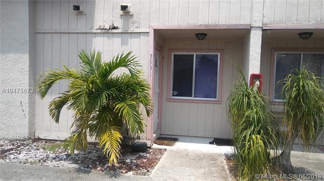 3931 Coral Springs Dr #26, Coral Springs, FL 33065 (MLS #A10475673) :: Prestige Realty Group