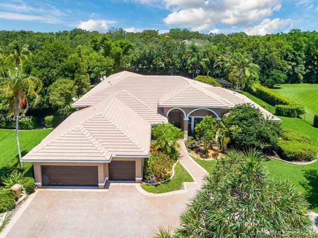 2340 SW 102nd Dr, Davie, FL 33324 (MLS #A10475687) :: RE/MAX Presidential Real Estate Group