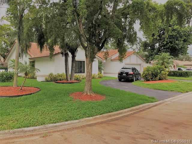 393 NW 97th Ln, Coral Springs, FL 33071 (MLS #A10475690) :: Melissa Miller Group