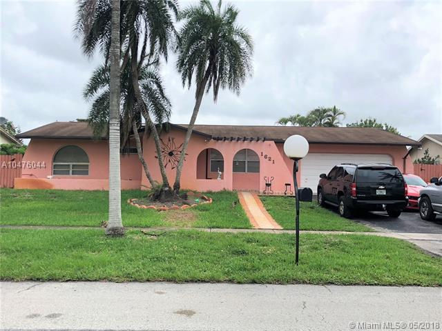 1621 NW 122nd Ave, Pembroke Pines, FL 33026 (MLS #A10476044) :: RE/MAX Presidential Real Estate Group