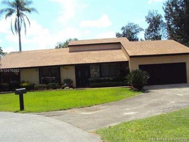6181 SW 51st Ct, Davie, FL 33314 (MLS #A10476052) :: RE/MAX Presidential Real Estate Group