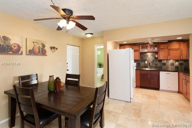 7300 NW 17th St #402, Plantation, FL 33313 (MLS #A10476149) :: The Teri Arbogast Team at Keller Williams Partners SW