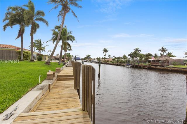 300 SE 3rd Ct, Pompano Beach, FL 33060 (MLS #A10476161) :: Calibre International Realty