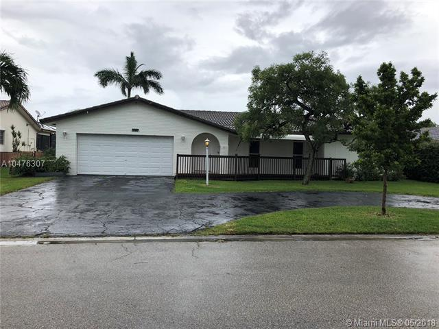 1865 NW 85th Ln, Coral Springs, FL 33071 (MLS #A10476307) :: Melissa Miller Group