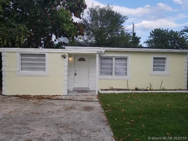 2588 NE 13th Terr, Pompano Beach, FL 33064 (MLS #A10476585) :: Green Realty Properties
