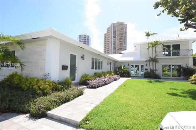 2700 NE 32 Ave, Fort Lauderdale, FL 33308 (MLS #A10478880) :: Green Realty Properties