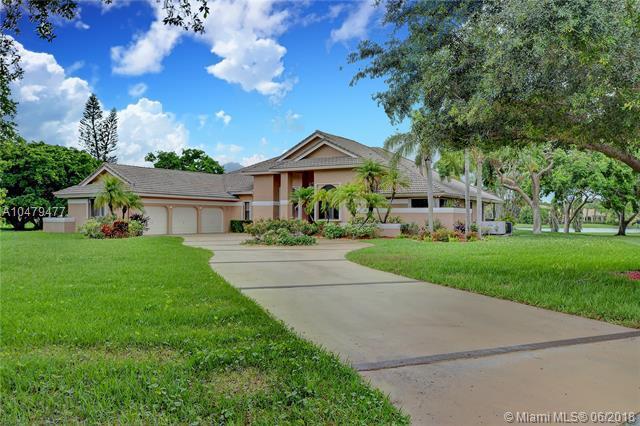7021 Ventura Ct, Parkland, FL 33067 (MLS #A10479477) :: Green Realty Properties