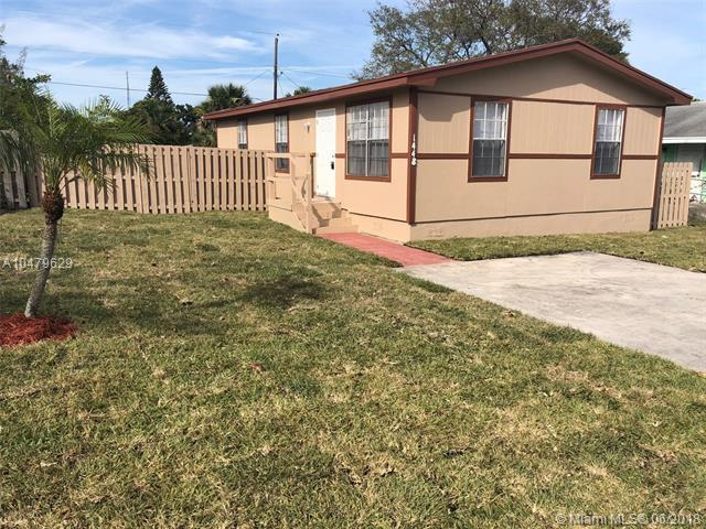 1448 W 32nd St, Riviera Beach, FL 33404 (MLS #A10479629) :: The Teri Arbogast Team at Keller Williams Partners SW