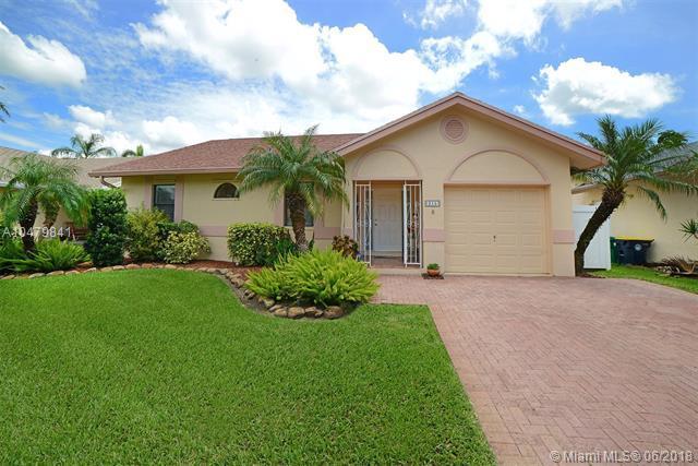 215 SE 8th St, Dania Beach, FL 33004 (MLS #A10479841) :: Green Realty Properties