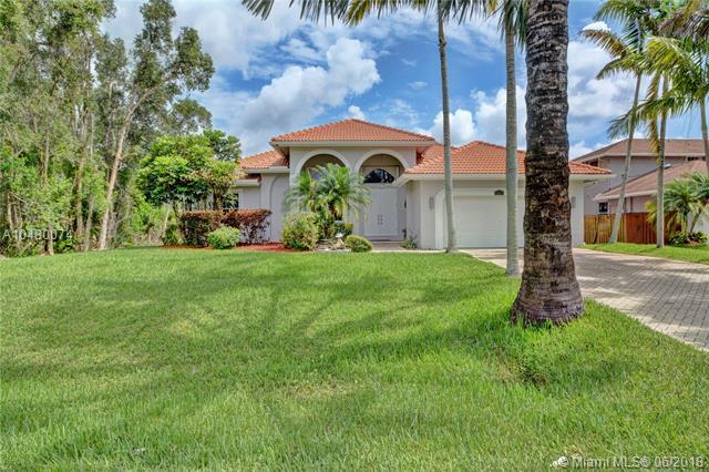 12041 NW 26th St, Plantation, FL 33323 (MLS #A10480074) :: Green Realty Properties