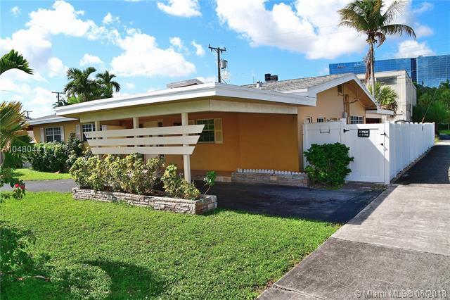 3912 N Cir Dr, Hollywood, FL 33021 (MLS #A10480441) :: Green Realty Properties