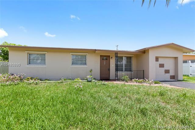 6507 NW 9th St, Margate, FL 33063 (MLS #A10480890) :: Calibre International Realty