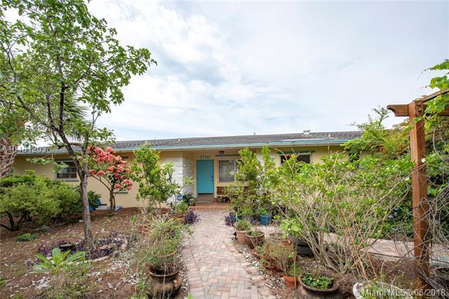 1710 Liberty Street, Hollywood, FL 33020 (MLS #A10481203) :: Calibre International Realty