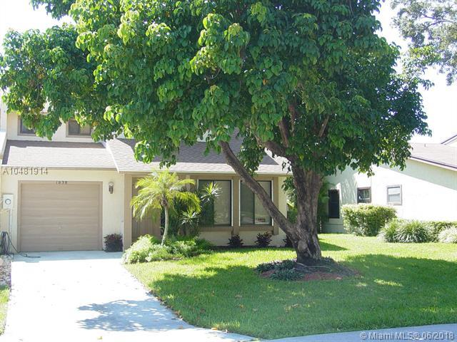 1030 Raintree Dr, Palm Beach Gardens, FL 33410 (MLS #A10481914) :: Green Realty Properties
