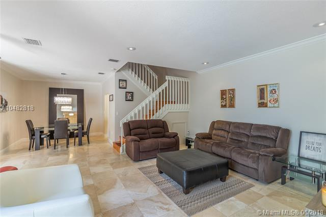 1125 Buttonwood Ln, Hollywood, FL 33019 (MLS #A10482818) :: Green Realty Properties