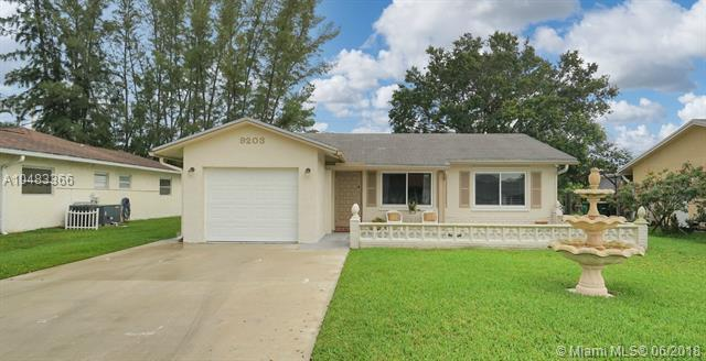 9203 NW 83rd St, Tamarac, FL 33321 (MLS #A10483366) :: Calibre International Realty