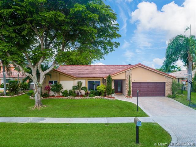 6581 Falconsgate Ave, Davie, FL 33331 (MLS #A10483938) :: Green Realty Properties