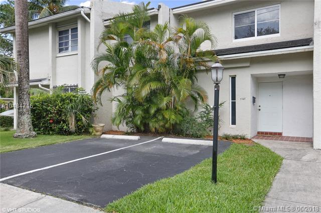 7720 SW 62nd Ave 3B, South Miami, FL 33143 (MLS #A10484716) :: The Riley Smith Group